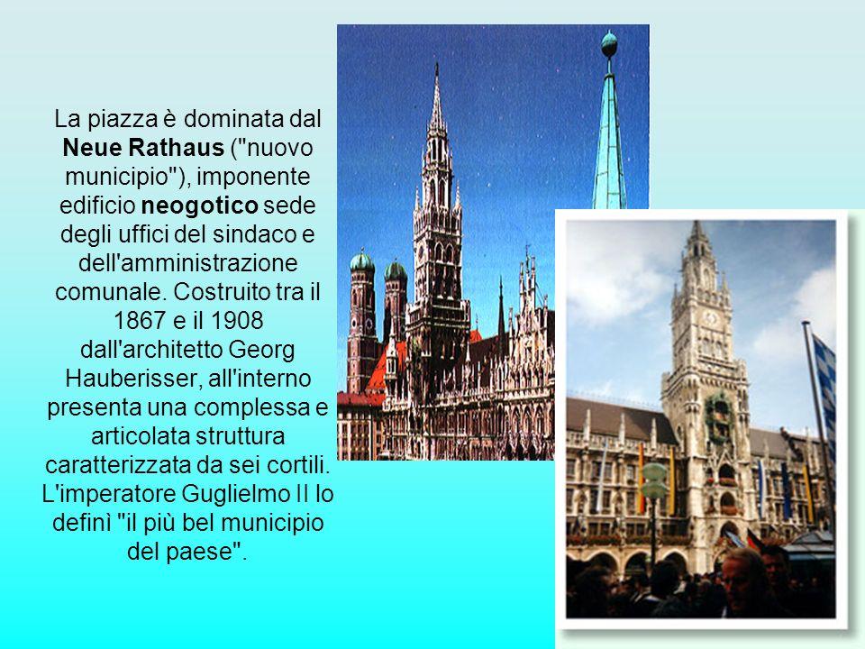 La piazza è dominata dal Neue Rathaus (