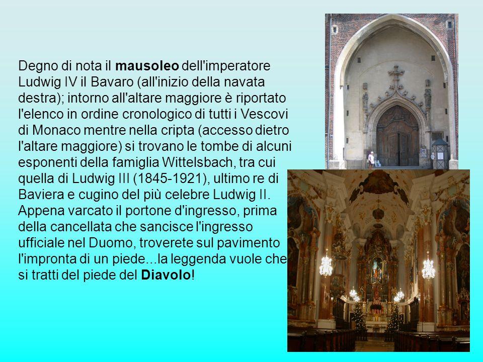 Degno di nota il mausoleo dell'imperatore Ludwig IV il Bavaro (all'inizio della navata destra); intorno all'altare maggiore è riportato l'elenco in or