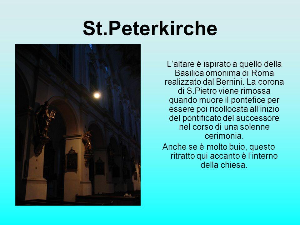 St.Peterkirche Laltare è ispirato a quello della Basilica omonima di Roma realizzato dal Bernini. La corona di S.Pietro viene rimossa quando muore il