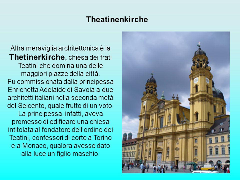 Theatinenkirche Altra meraviglia architettonica è la Thetinerkirche, chiesa dei frati Teatini che domina una delle maggiori piazze della città. Fu com