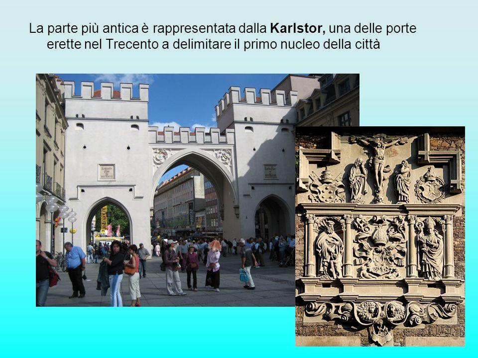 La parte più antica è rappresentata dalla Karlstor, una delle porte erette nel Trecento a delimitare il primo nucleo della città