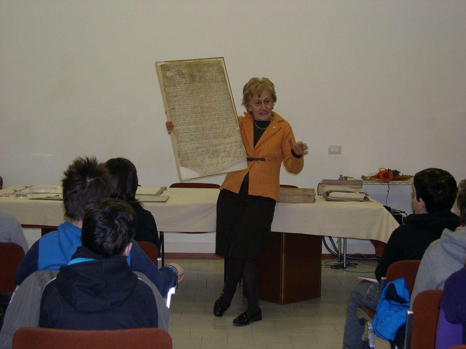 I Codici e il documento di Federico Barbarossa Nella stanza dellArchivio Segreto vengono conservati anche i codici, ovvero le raccolte delle leggi del Comune di Cremona.