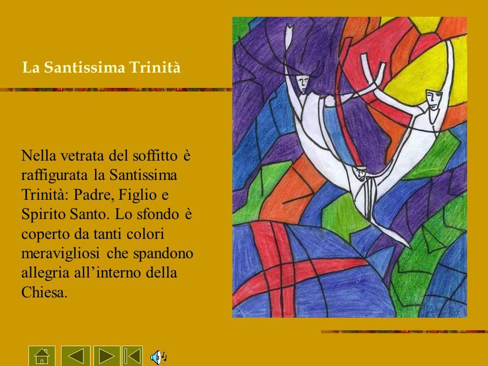 La Santissima Trinità Nella vetrata del soffitto è raffigurata la Santissima Trinità: Padre, Figlio e Spirito Santo. Lo sfondo è coperto da tanti colo