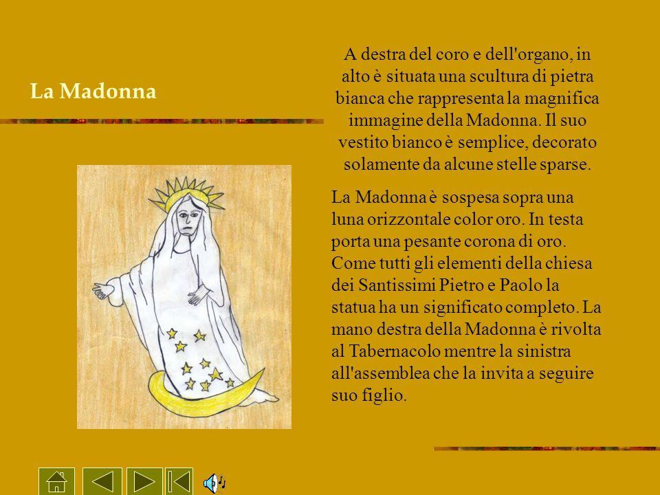 La Madonna A destra del coro e dell'organo, in alto è situata una scultura di pietra bianca che rappresenta la magnifica immagine della Madonna. Il su