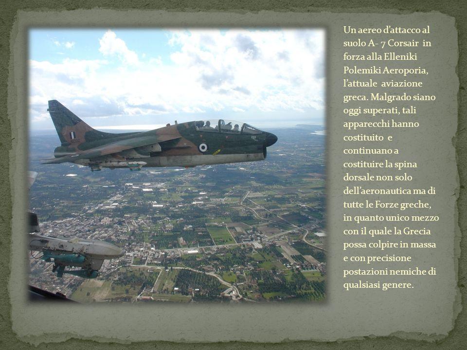 Un aereo dattacco al suolo A- 7 Corsair in forza alla Elleniki Polemiki Aeroporia, lattuale aviazione greca. Malgrado siano oggi superati, tali appare