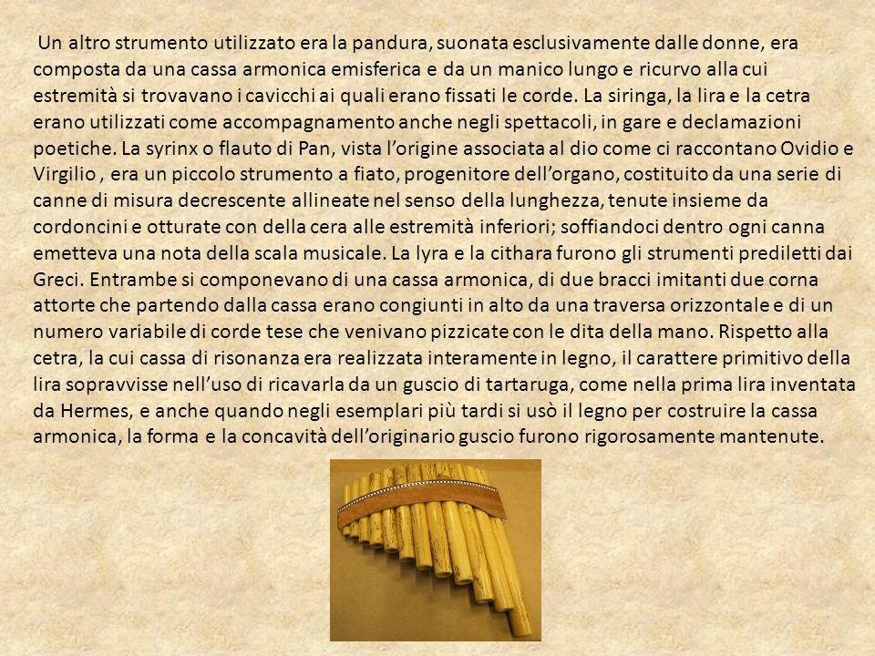 Un altro strumento utilizzato era la pandura, suonata esclusivamente dalle donne, era composta da una cassa armonica emisferica e da un manico lungo e