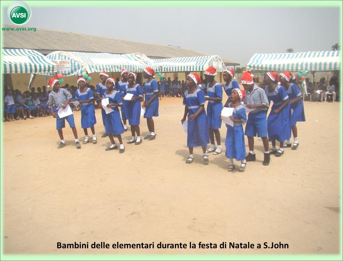 Bambini delle elementari durante la festa di Natale a S.John 24