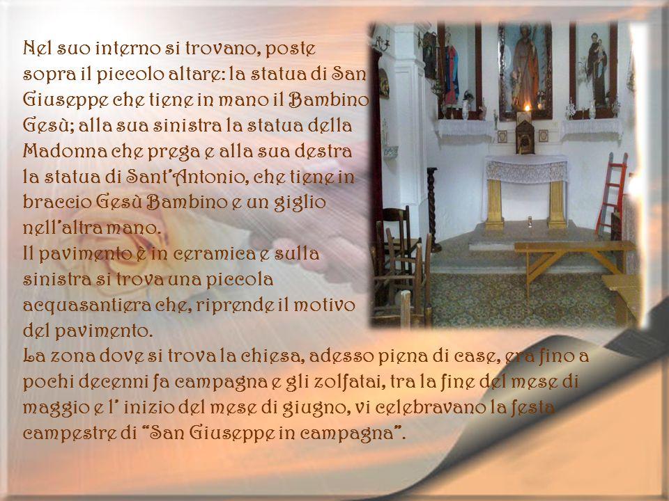 Nel suo interno si trovano, poste sopra il piccolo altare: la statua di San Giuseppe che tiene in mano il Bambino Gesù; alla sua sinistra la statua de