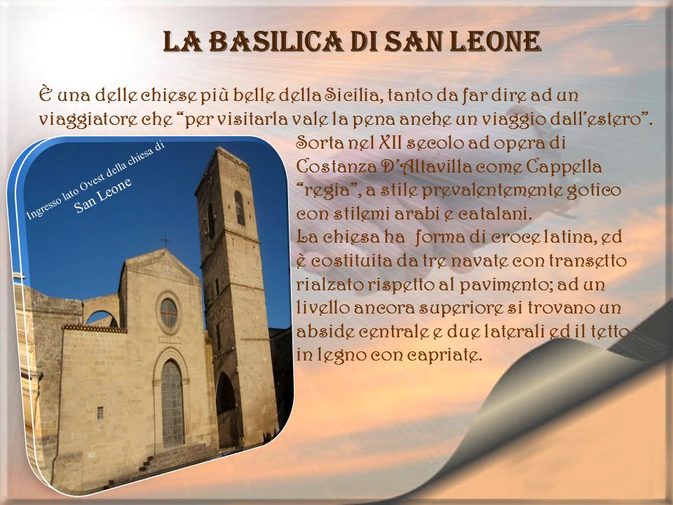 Ingresso lato Ovest della chiesa di San Leone La basilica di San Leone È una delle chiese più belle della Sicilia, tanto da far dire ad un viaggiatore