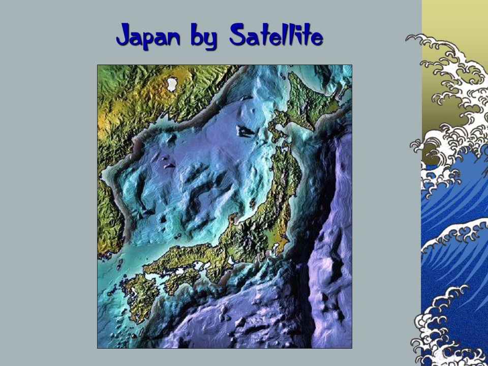 Data la particolare conformazione stretta e allungata delle isole giapponesi non possono esistere grandi laghi e i fiumi sono generalmente brevi e difficilmente navigabili per le frequenti rapide.