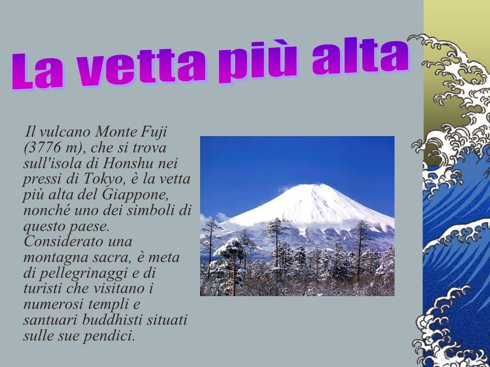 Il vulcano Monte Fuji (3776 m), che si trova sull'isola di Honshu nei pressi di Tokyo, è la vetta più alta del Giappone, nonché uno dei simboli di que