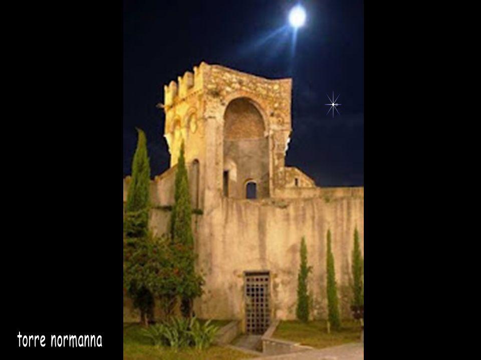 Torre normanna Duomo Viadotto Bisantis Catanzaro si affaccia sul golfo di Squillace, nel mar Ionio, dove secondo alcuni studiosi si trovava il porto d
