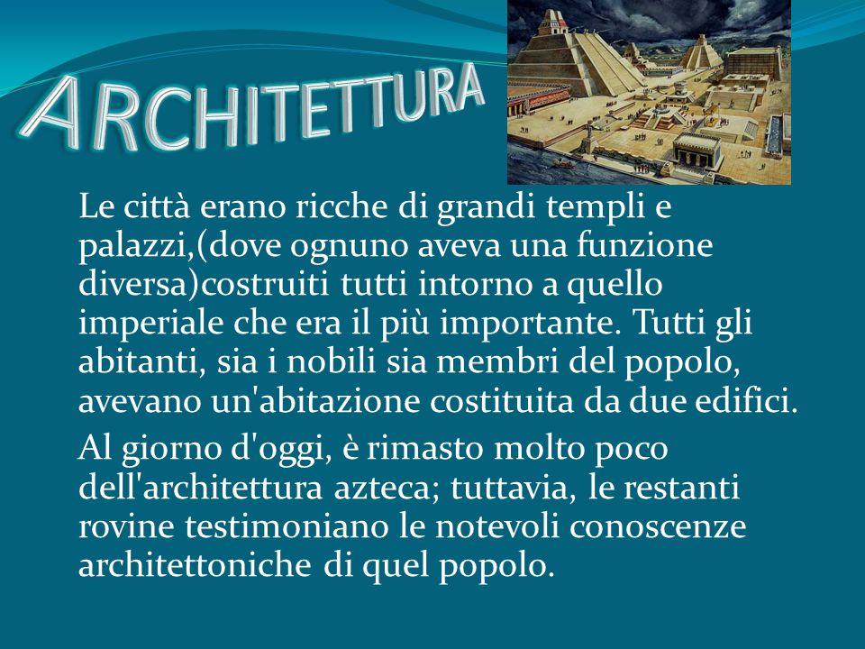Le città erano ricche di grandi templi e palazzi,(dove ognuno aveva una funzione diversa)costruiti tutti intorno a quello imperiale che era il più importante.
