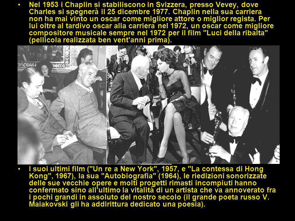 Personaggio pubblico, universalmente acclamato, Chaplin ha avuto anche un'intensa vita privata, sulla quale sono fiorite leggende di tutti i tipi, poc