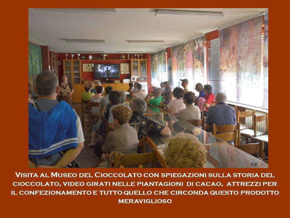 Visita al Museo del Cioccolato con spiegazioni sulla storia del cioccolato, video girati nelle piantagioni di cacao, attrezzi per il confezionamento e