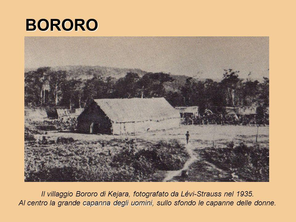 BORORO Il villaggio Bororo di Kejara, fotografato da Lévi-Strauss nel 1935. capanna degli uomini Al centro la grande capanna degli uomini, sullo sfond