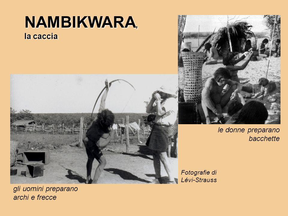 NAMBIKWARA, la caccia le donne preparano bacchette gli uomini preparano archi e frecce Fotografie di Lévi-Strauss
