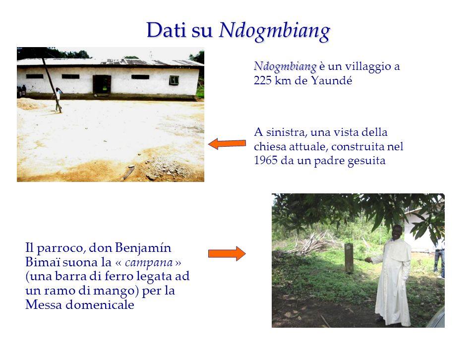Dati su Ndogmbiang Ndogmbiang Ndogmbiang è un villaggio a 225 km de Yaundé A sinistra, una vista della chiesa attuale, construita nel 1965 da un padre gesuita Il parroco, don Benjamín Bimaï suona la « campana » (una barra di ferro legata ad un ramo di mango) per la Messa domenicale