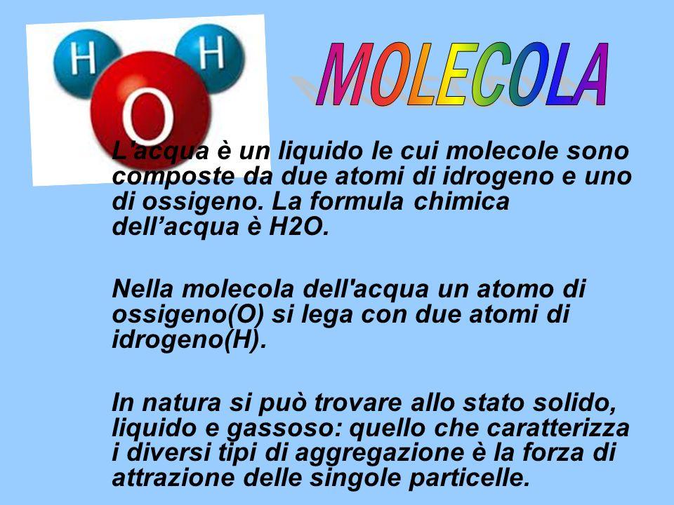L'acqua è un liquido le cui molecole sono composte da due atomi di idrogeno e uno di ossigeno. La formula chimica dellacqua è H2O. Nella molecola dell