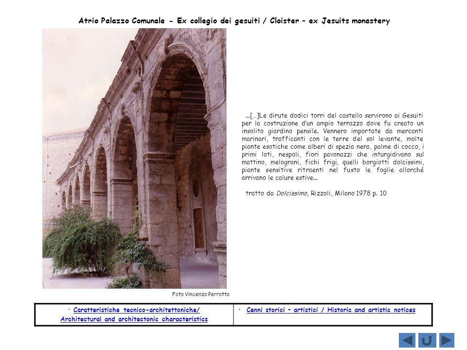 Atrio Palazzo Comunale - Ex collegio dei gesuiti / Cloister – ex Jesuits monastery...[…]Le dirute dodici torri del castello servirono ai Gesuiti per l