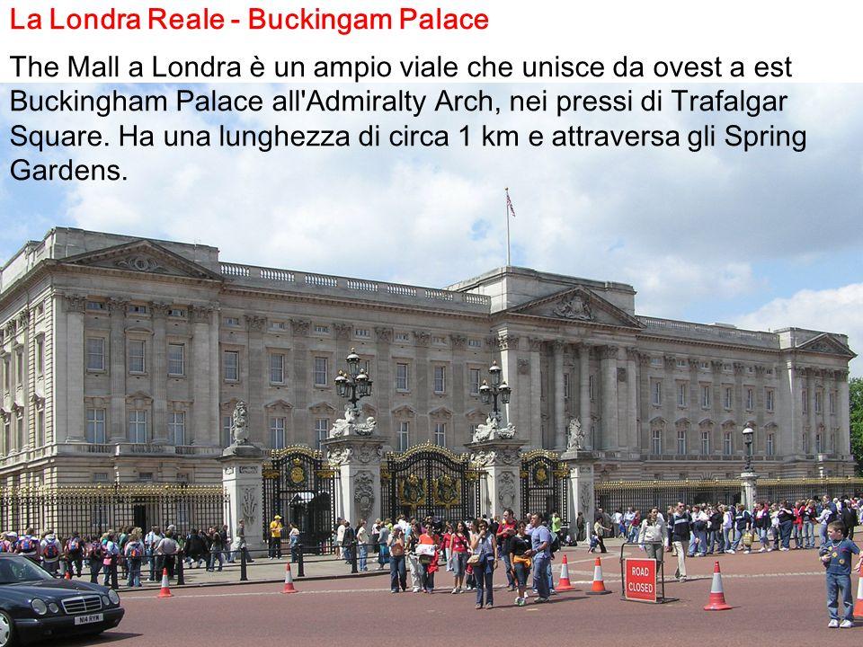 La Londra Reale - Buckingam Palace The Mall a Londra è un ampio viale che unisce da ovest a est Buckingham Palace all'Admiralty Arch, nei pressi di Tr