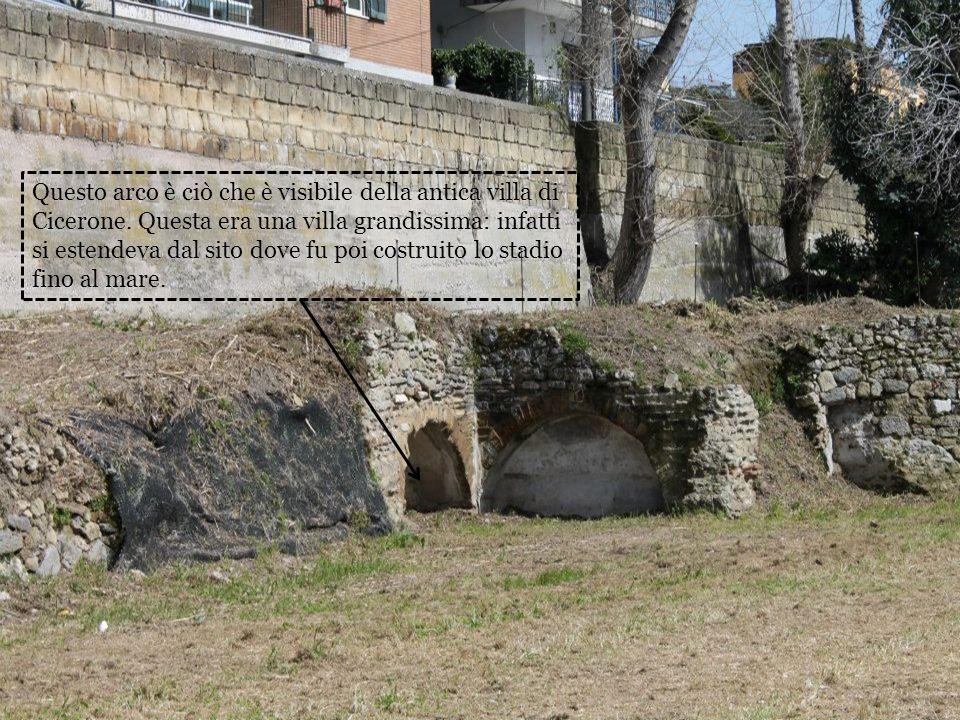 Questo arco è ciò che è visibile della antica villa di Cicerone. Questa era una villa grandissima: infatti si estendeva dal sito dove fu poi costruito