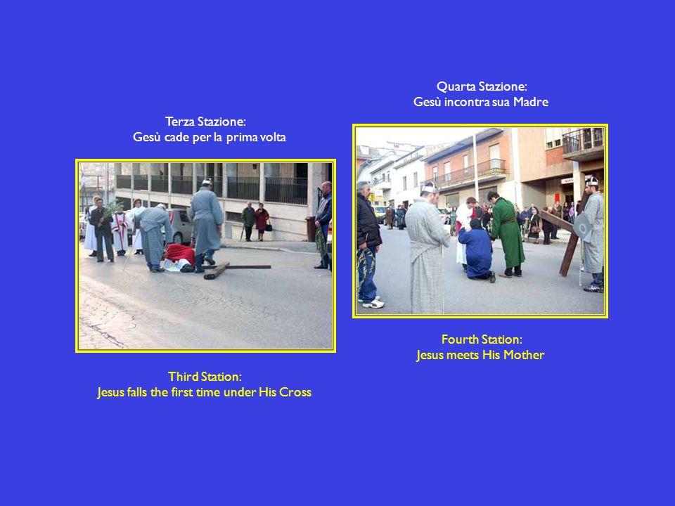 Terza Stazione: Gesù cade per la prima volta Third Station: Jesus falls the first time under His Cross Quarta Stazione: Gesù incontra sua Madre Fourth Station: Jesus meets His Mother