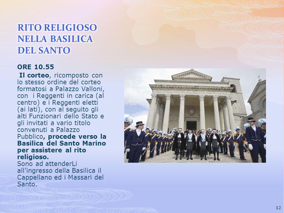 ORE 10.55 Il corteo, ricomposto con lo stesso ordine del corteo formatosi a Palazzo Valloni, con i Reggenti in carica (al centro) e i Reggenti eletti