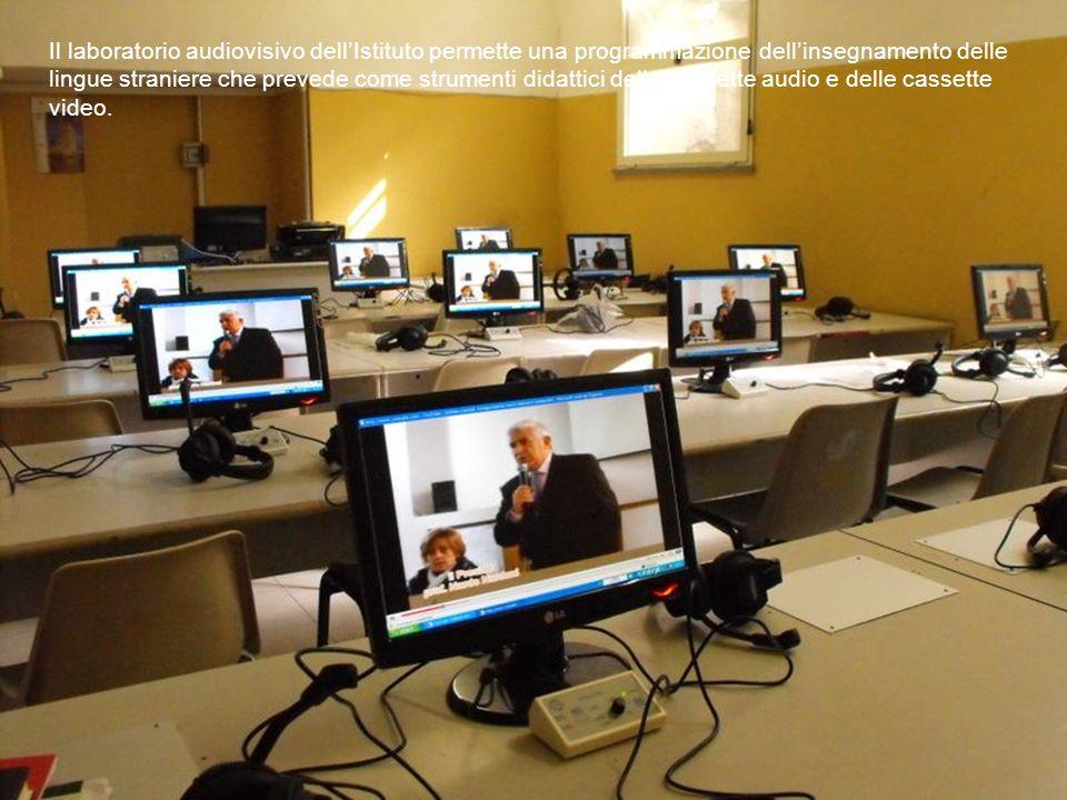 Il laboratorio audiovisivo dellIstituto permette una programmazione dellinsegnamento delle lingue straniere che prevede come strumenti didattici delle
