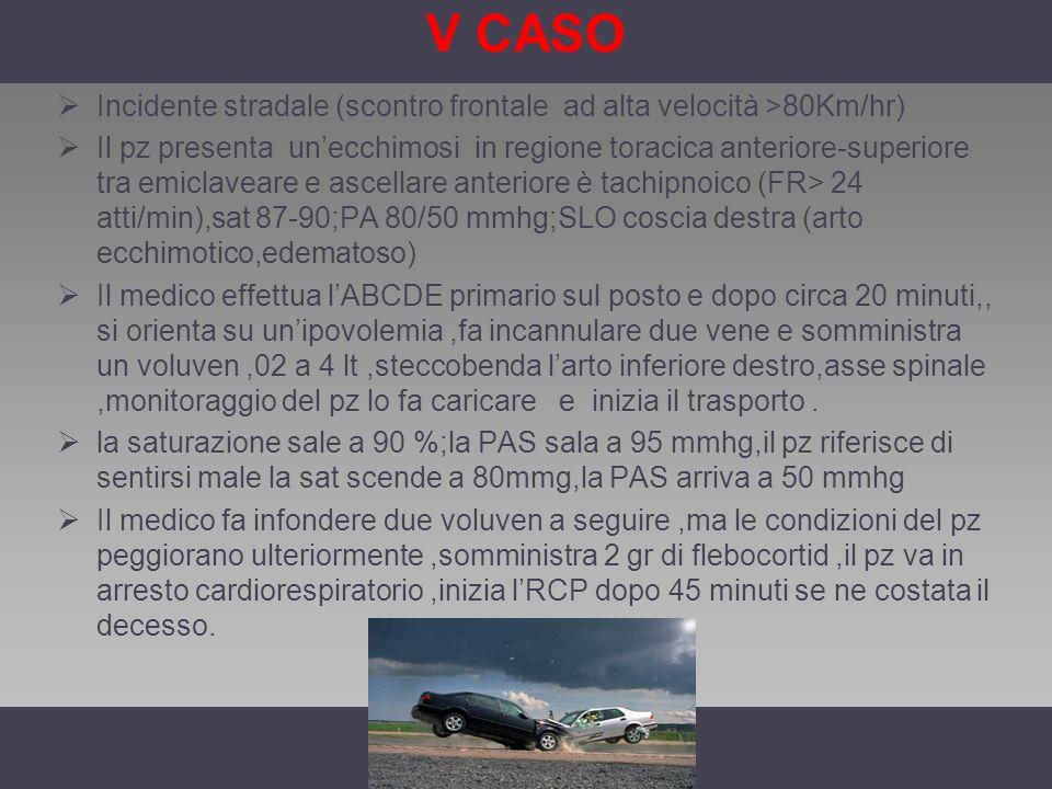 V CASO Incidente stradale (scontro frontale ad alta velocità >80Km/hr) Il pz presenta unecchimosi in regione toracica anteriore-superiore tra emiclave