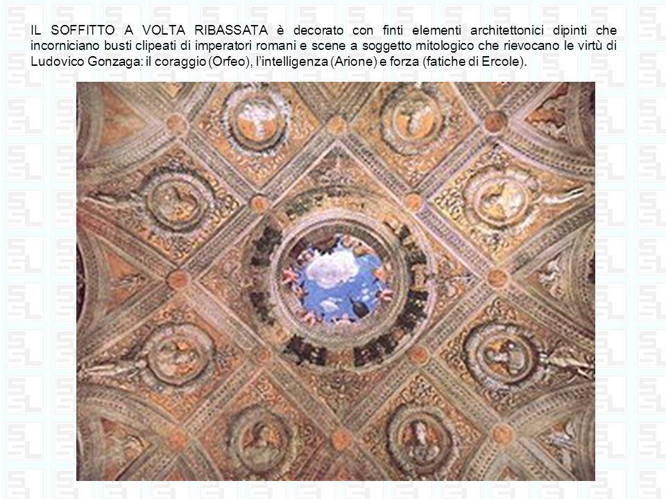 IL SOFFITTO A VOLTA RIBASSATA è decorato con finti elementi architettonici dipinti che incorniciano busti clipeati di imperatori romani e scene a sogg