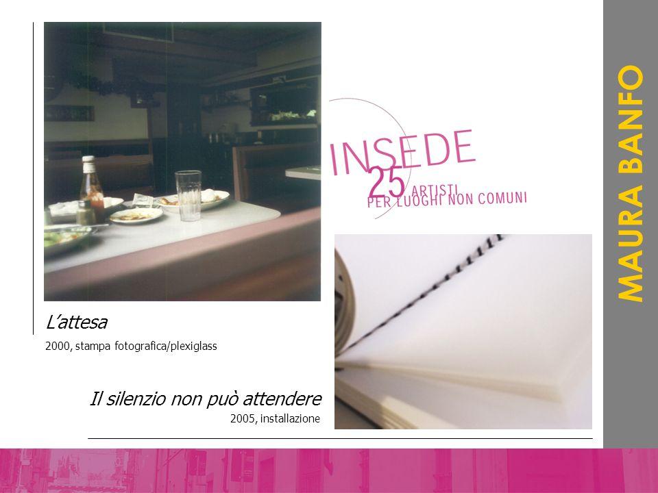 Il silenzio non può attendere 2005, installazione MAURA BANFO Lattesa 2000, stampa fotografica/plexiglass