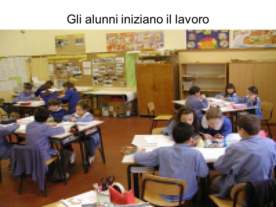 Gli alunni iniziano il lavoro