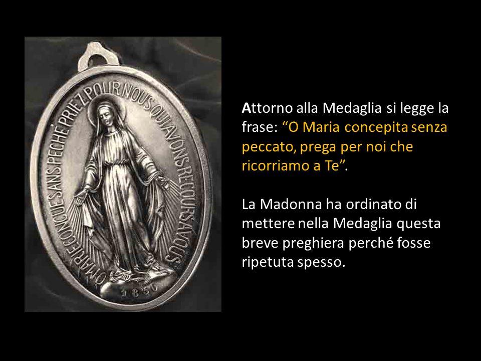 La data del 1830 segna l'anno delle apparizioni della Madonna nelle quali ha rivelato la Medaglia a Santa Caterina Labouré. Era il tardo pomeriggio de