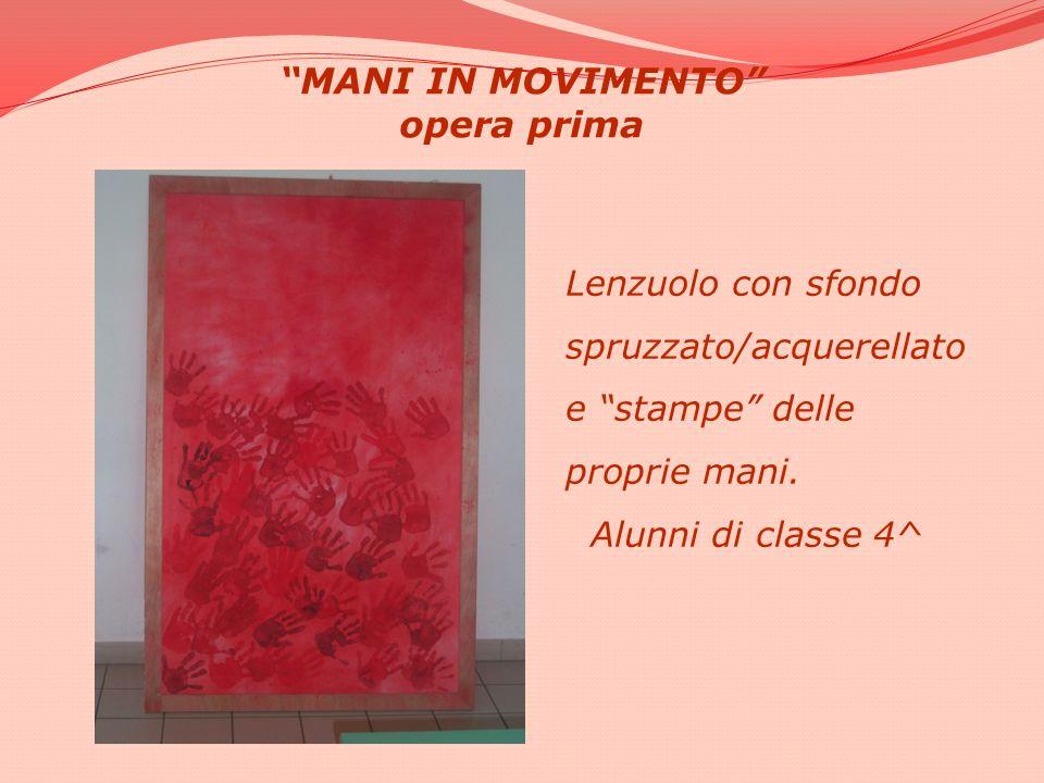 MANI IN MOVIMENTO opera prima Lenzuolo con sfondo spruzzato/acquerellato e stampe delle proprie mani. Alunni di classe 4^