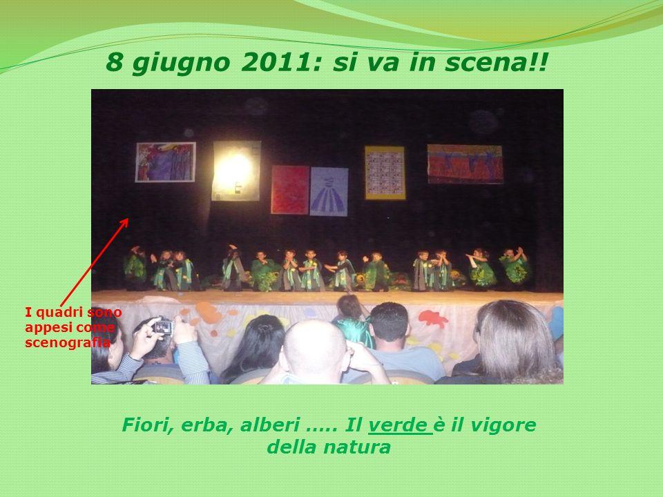 8 giugno 2011: si va in scena!! Fiori, erba, alberi ….. Il verde è il vigore della natura I quadri sono appesi come scenografia