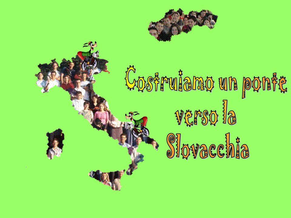 La Murgia La Murgia dal latino murex, sasso sporgente è una vasta area carsica di 90000 ettari il territorio ha una grande importanza naturalistica è rappresenta lultimo esempio di pseudo-steppa mediterranea presente nellitalia peninsulare è uno dei più importanti paesaggi di tutto il mediterraneo.