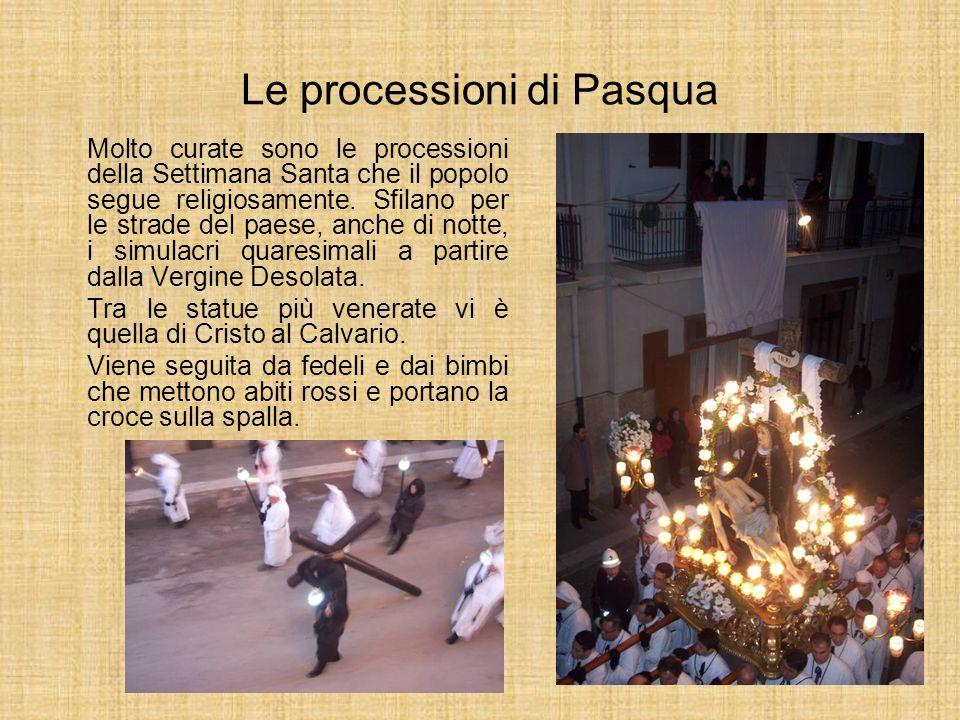 Le processioni di Pasqua Molto curate sono le processioni della Settimana Santa che il popolo segue religiosamente. Sfilano per le strade del paese, a