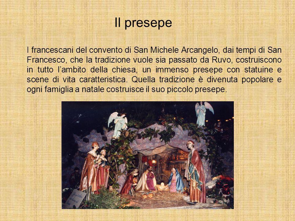 Il presepe I francescani del convento di San Michele Arcangelo, dai tempi di San Francesco, che la tradizione vuole sia passato da Ruvo, costruiscono