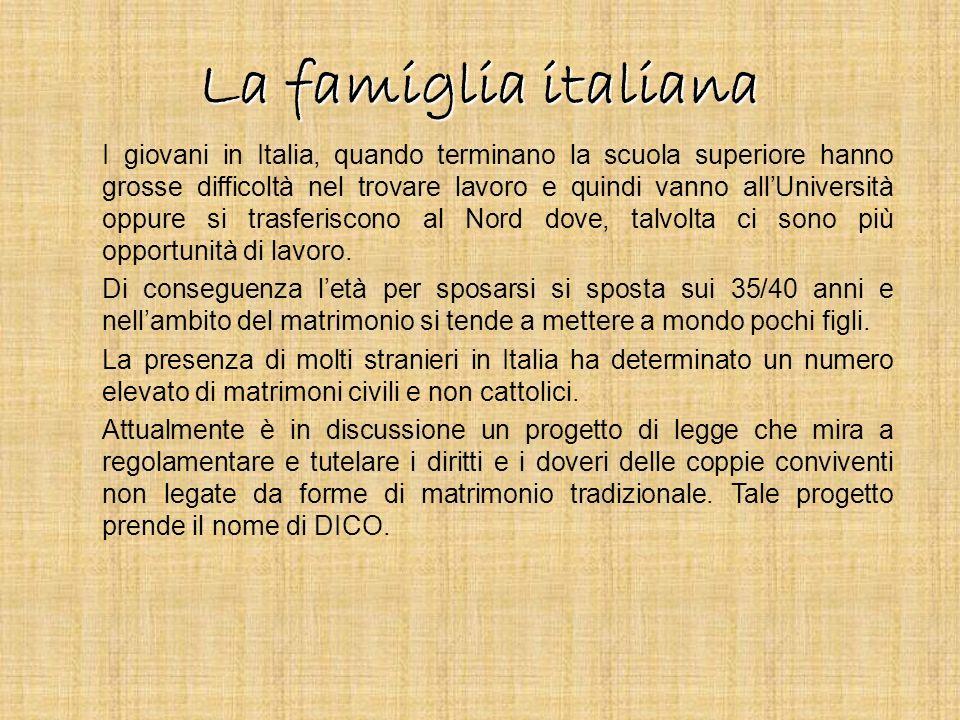 La famiglia italiana I giovani in Italia, quando terminano la scuola superiore hanno grosse difficoltà nel trovare lavoro e quindi vanno allUniversità