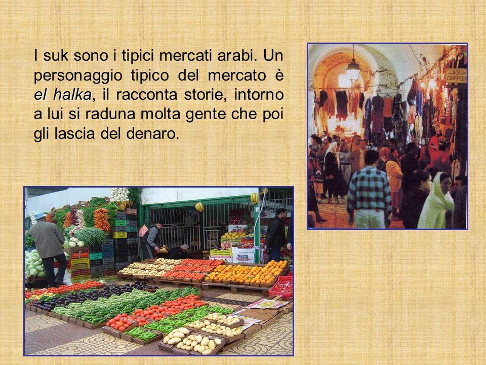 el halka I suk sono i tipici mercati arabi. Un personaggio tipico del mercato è el halka, il racconta storie, intorno a lui si raduna molta gente che