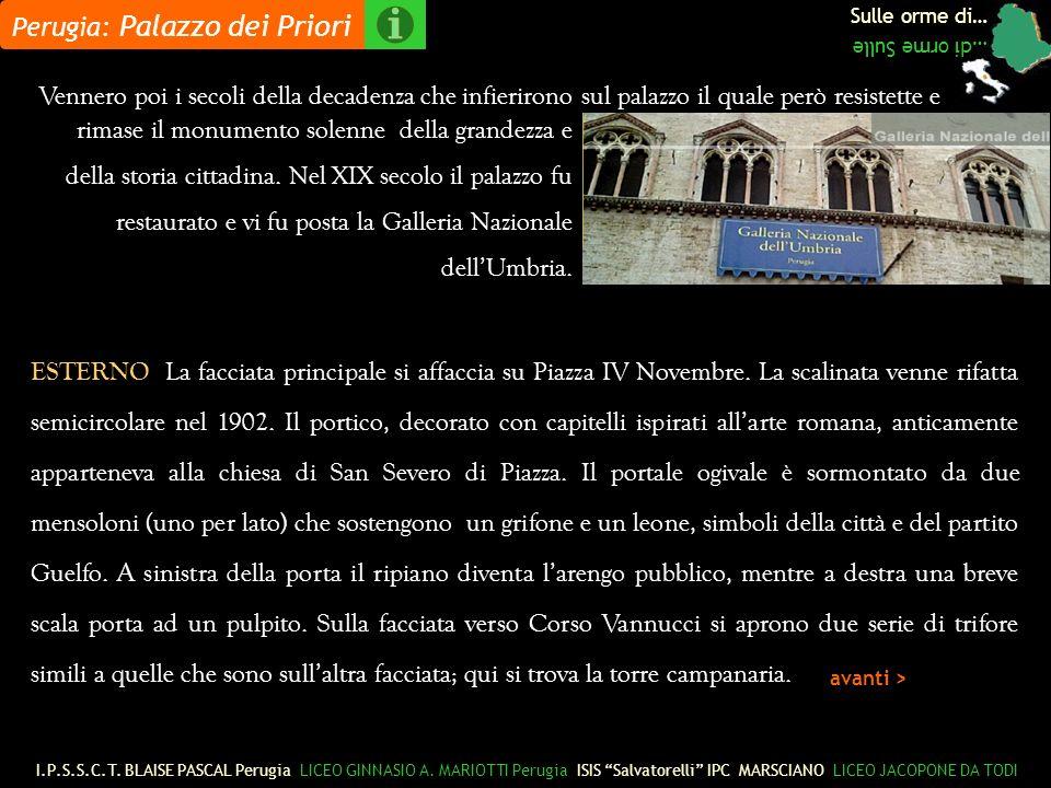Sulle orme di… …di orme Sulle ESTERNO La facciata principale si affaccia su Piazza IV Novembre.