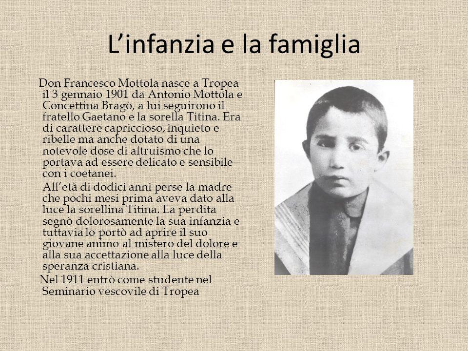 Linfanzia e la famiglia Don Francesco Mottola nasce a Tropea il 3 gennaio 1901 da Antonio Mottola e Concettina Bragò, a lui seguirono il fratello Gaetano e la sorella Titina.