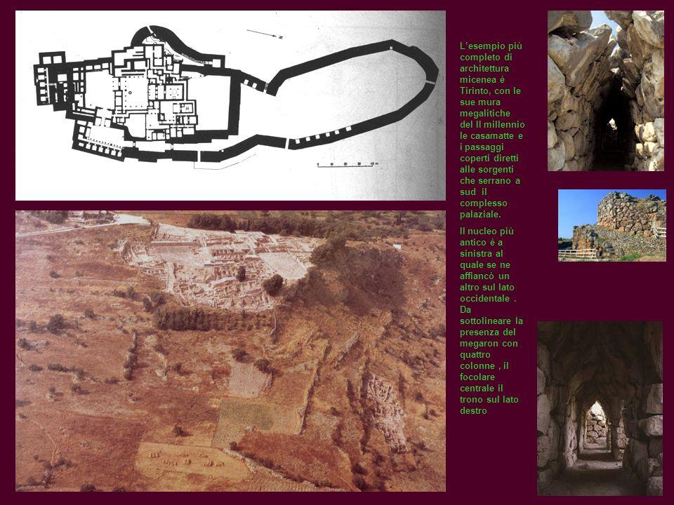 Lesempio più completo di architettura micenea è Tirinto, con le sue mura megalitiche del II millennio le casamatte e i passaggi coperti diretti alle s