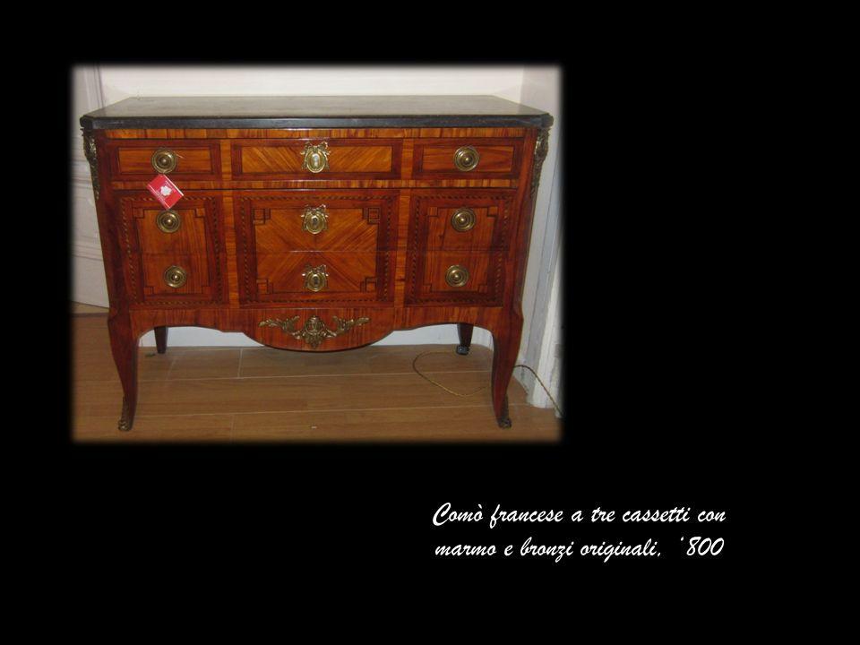 Comò francese a tre cassetti con marmo e bronzi originali, 800