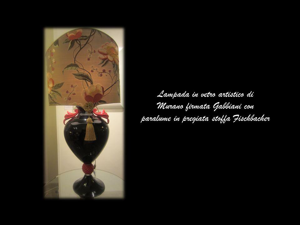 Lampada in vetro artistico di Murano firmata Gabbiani con paralume in pregiata stoffa Fischbacher
