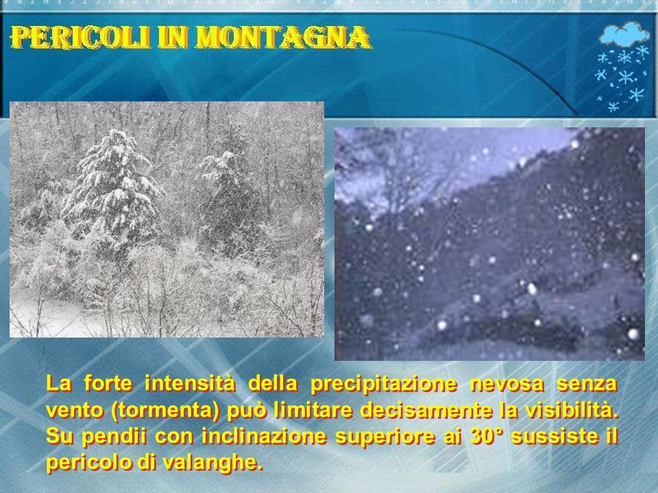La forte intensità della precipitazione nevosa senza vento (tormenta) può limitare decisamente la visibilità. Su pendii con inclinazione superiore ai