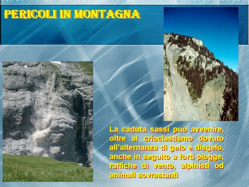 La caduta sassi può avvenire, oltre al crioclastismo dovuto allalternanza di gelo e disgelo, anche in seguito a forti piogge, raffiche di vento, alpinisti od animali sovrastanti