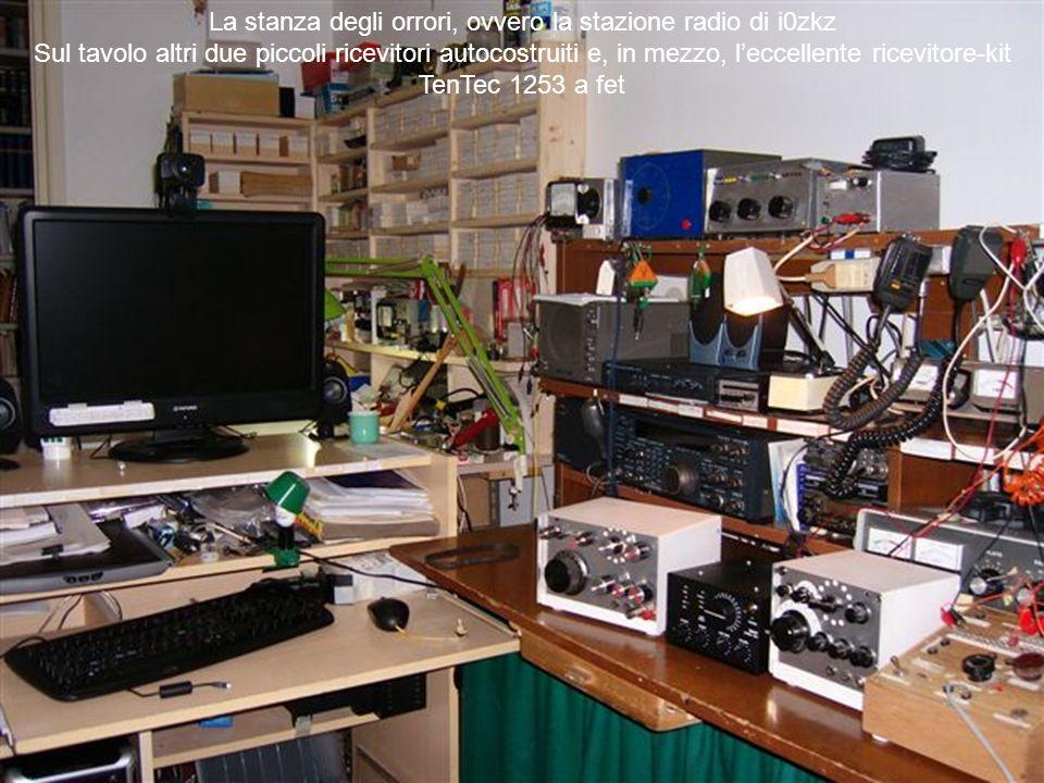 La stanza degli orrori, ovvero la stazione radio di i0zkz Sul tavolo altri due piccoli ricevitori autocostruiti e, in mezzo, leccellente ricevitore-kit TenTec 1253 a fet