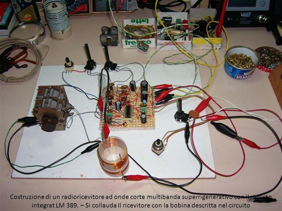 Costruzione di un radioricevitore ad onde corte multibanda superrigenerativo con il circuito integrato LM 389 – Veduta interna: La basetta con il circuito, la bobina, il condensatore variabile.